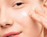 Podstawa pielęgnacji w lato – zadbaj o odpowiednie nawilżenie skóry
